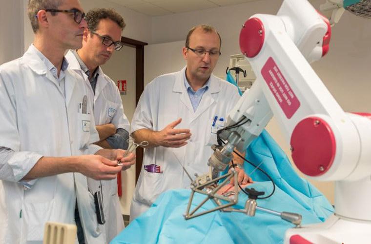 Robot chirurgical Rosa, de Medtech