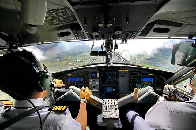 Design UX UI cockpit avion vs robot medical